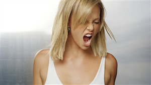 Charlize Theron Angry Look Photo